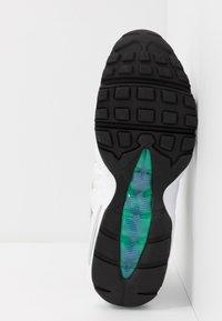 Nike Sportswear - AIR MAX 95 LV8 - Sneakersy niskie - white/black/bright crimson/university gold/lucid green - 5