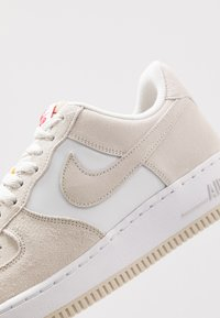 Nike Sportswear - AIR FORCE 1 '07 1FA19 - Sneakers basse - light bone/university red/white/sail - 5