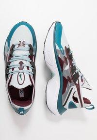 Nike Sportswear - SIGNAL D/MS/X - Sneakers - pure platinum/rush violet/night maroon/ocean cube/midnight turquise/black - 2