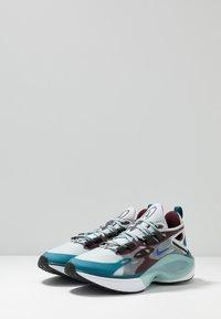 Nike Sportswear - SIGNAL D/MS/X - Sneakers - pure platinum/rush violet/night maroon/ocean cube/midnight turquise/black - 3