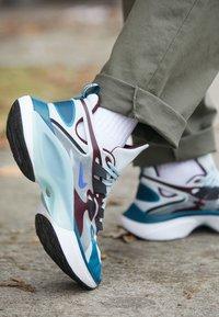 Nike Sportswear - SIGNAL D/MS/X - Sneakers - pure platinum/rush violet/night maroon/ocean cube/midnight turquise/black - 7
