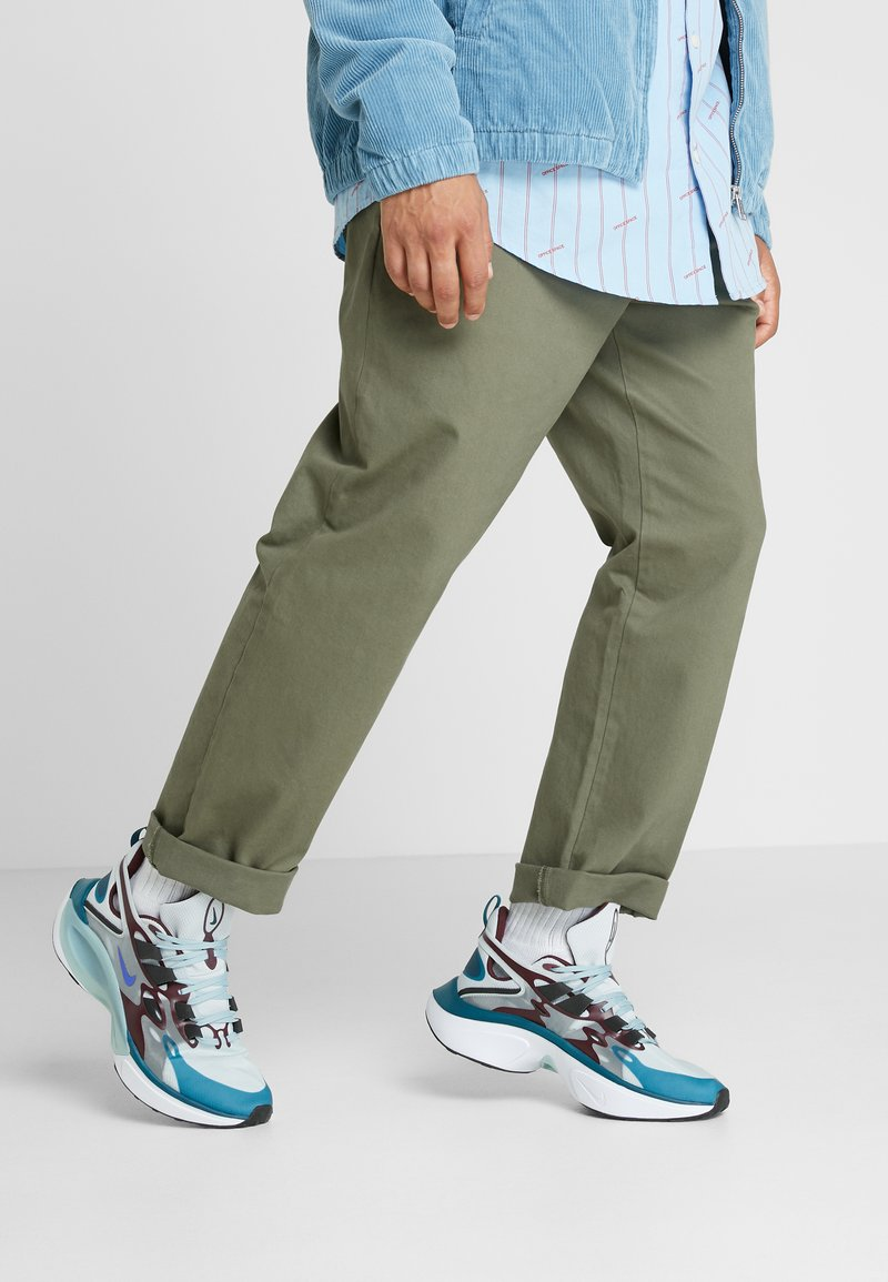 Nike Sportswear - SIGNAL D/MS/X - Sneakers - pure platinum/rush violet/night maroon/ocean cube/midnight turquise/black