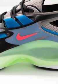 Nike Sportswear - SIGNAL D/MS/X - Zapatillas - pumice/racer pink/black/dark grey/photo blue/vapor green - 6