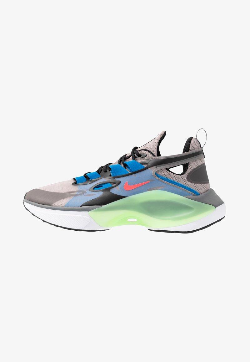 Nike Sportswear - SIGNAL D/MS/X - Zapatillas - pumice/racer pink/black/dark grey/photo blue/vapor green