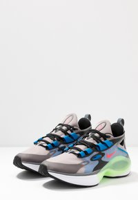 Nike Sportswear - SIGNAL D/MS/X - Zapatillas - pumice/racer pink/black/dark grey/photo blue/vapor green - 2
