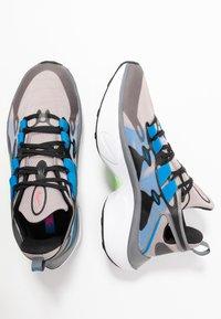 Nike Sportswear - SIGNAL D/MS/X - Zapatillas - pumice/racer pink/black/dark grey/photo blue/vapor green - 1