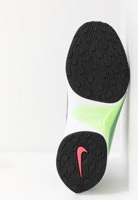Nike Sportswear - SIGNAL D/MS/X - Zapatillas - pumice/racer pink/black/dark grey/photo blue/vapor green - 4