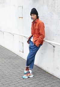 Nike Sportswear - SIGNAL D/MS/X - Sneakers - guava ice/light aqua/hyper crimson/blue hero/cedar/black - 7