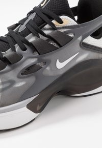 Nike Sportswear - SIGNAL D/MS/X - Tenisky - black/white/football grey/pale vanilla/anthracite/vapor green - 8