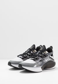 Nike Sportswear - SIGNAL D/MS/X - Tenisky - black/white/football grey/pale vanilla/anthracite/vapor green - 3