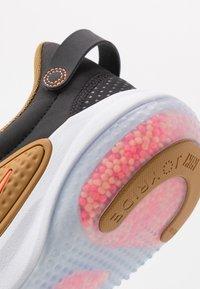 Nike Sportswear - JOYRIDE  - Sneakers laag - black/total orange/wheat/anthracite - 5