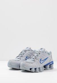 Nike Sportswear - SHOX TL - Zapatillas - wolf grey/metallic silver/racer blue - 3