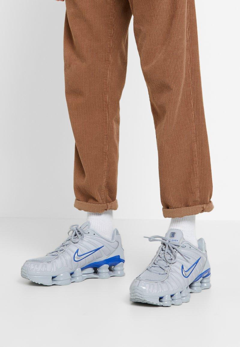 Nike Sportswear - SHOX TL - Trainers - wolf grey/metallic silver/racer blue