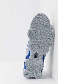 Nike Sportswear - SHOX TL - Zapatillas - wolf grey/metallic silver/racer blue - 5