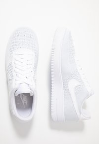 Nike Sportswear - AIR FORCE 1 FLYKNIT 2.0 - Sneakers laag - white/pure platinum - 1