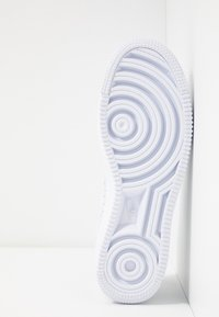 Nike Sportswear - AIR FORCE 1 FLYKNIT 2.0 - Sneakers laag - white/pure platinum - 4