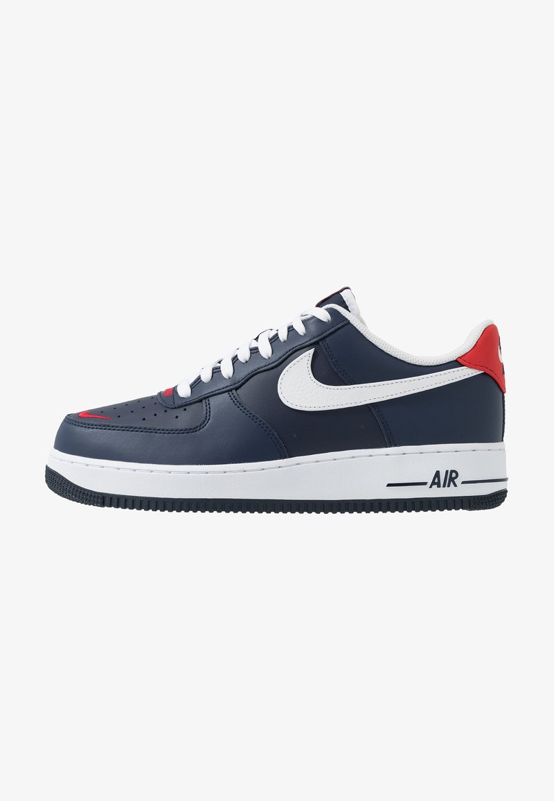 Nike Sportswear - AIR FORCE 1 07 LV8 - Trainers - obsidian/white/university red