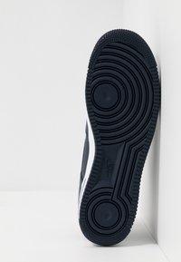 Nike Sportswear - AIR FORCE 1 07 LV8 - Sneaker low - obsidian/white/university red - 4