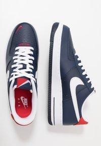 Nike Sportswear - AIR FORCE 1 07 LV8 - Sneaker low - obsidian/white/university red - 1