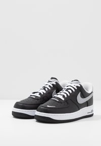 Nike Sportswear - AIR FORCE 1 07 LV8 - Joggesko - black/wolf grey/white - 2
