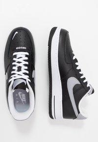 Nike Sportswear - AIR FORCE 1 07 LV8 - Joggesko - black/wolf grey/white - 1