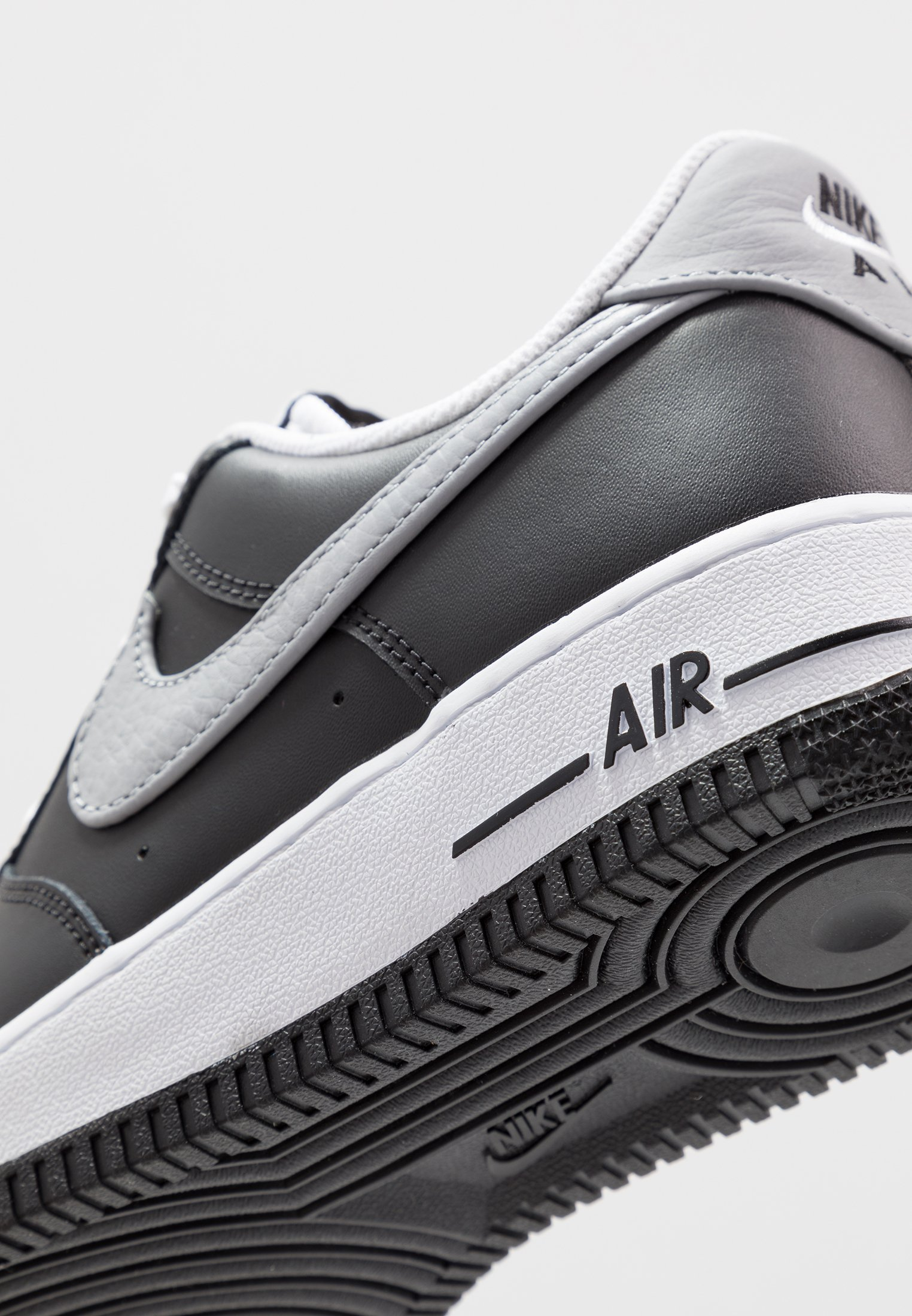nike AIR FORCE 1 '07 LV8 2 BLACKWOLF GREY DARK GREY TOTAL