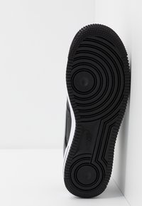 Nike Sportswear - AIR FORCE 1 07 LV8 - Sneakers basse - black/wolf grey/white - 4
