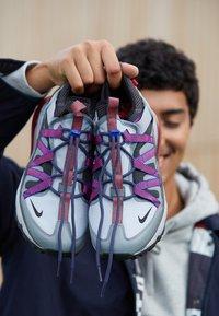 Nike Sportswear - AIR MAX 270 BOWFIN - Matalavartiset tennarit - cool grey/black/concord/wolf grey/dark grey/ember glow - 7