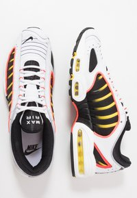 Nike Sportswear - AIR MAX TAILWIND IV - Sneakers basse - white/black/bright crimson/chrome yellow/reflect silver - 2