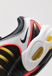 Nike Sportswear - AIR MAX TAILWIND IV - Sneakers basse - white/black/bright crimson/chrome yellow/reflect silver - 8