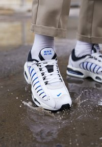 Nike Sportswear - AIR MAX TAILWIND IV - Baskets basses - white/racer blue/summit white/vast grey/black - 7