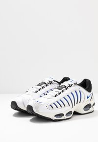 Nike Sportswear - AIR MAX TAILWIND IV - Baskets basses - white/racer blue/summit white/vast grey/black - 3