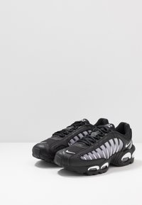 Nike Sportswear - AIR MAX TAILWIND IV - Sneakers - black/white - 3