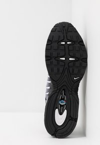 Nike Sportswear - AIR MAX TAILWIND IV - Sneakers - black/white - 5