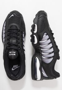 Nike Sportswear - AIR MAX TAILWIND IV - Sneakers basse - black/white - 2