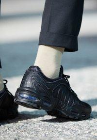 Nike Sportswear - AIR MAX TAILWIND IV - Sneakersy niskie - black - 7