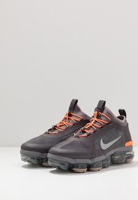 Nike Sportswear - AIR VAPORMAX 2019 UTILITY - Zapatillas - thunder grey/reflect silver/gunsmoke/sepia stone/total orange/pumice - 3