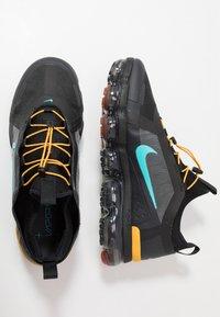 Nike Sportswear - AIR VAPORMAX 2019 UTILITY - Sneakers - off noir/black/cosmic clay/thunder grey - 2