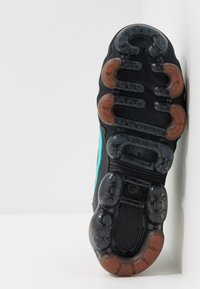 Nike Sportswear - AIR VAPORMAX 2019 UTILITY - Sneakers - off noir/black/cosmic clay/thunder grey - 5