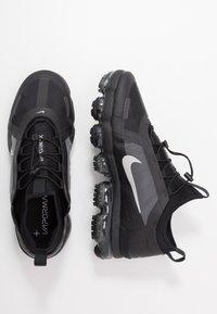 Nike Sportswear - AIR VAPORMAX 2019 UTILITY - Sneaker low - black/reflective silver/white - 2