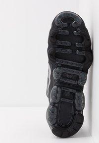 Nike Sportswear - AIR VAPORMAX 2019 UTILITY - Sneaker low - black/reflective silver/white - 5