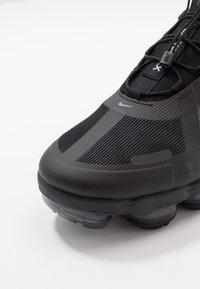 Nike Sportswear - AIR VAPORMAX 2019 UTILITY - Sneaker low - black/reflective silver/white - 8