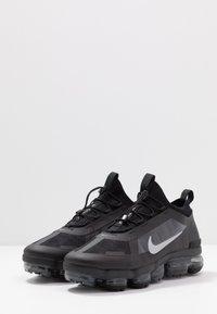 Nike Sportswear - AIR VAPORMAX 2019 UTILITY - Sneaker low - black/reflective silver/white - 3