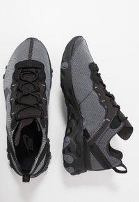 Nike Sportswear - REACT 55 SE - Baskets basses - black/dark grey - 2