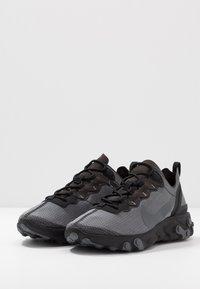 Nike Sportswear - REACT 55 SE - Baskets basses - black/dark grey - 3