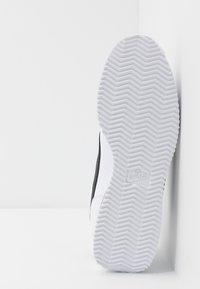 Nike Sportswear - CORTEZ BASIC - Zapatillas - white/black/metallic silver - 4