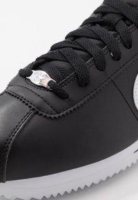 Nike Sportswear - CORTEZ BASIC - Baskets basses - black/white/metallic silver - 5