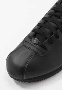 Nike Sportswear - CORTEZ BASIC - Zapatillas - black/anthracite/white - 5