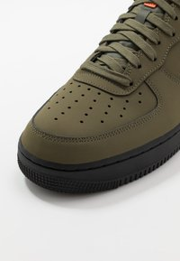 Nike Sportswear - AIR FORCE 1 - Sneakers basse - med olive/black/starfish - 5