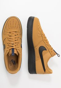 Nike Sportswear - AIR FORCE 1 - Trainers - wheat/black/midnight navy - 1